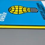 Drahtgeheftete Broschüre.